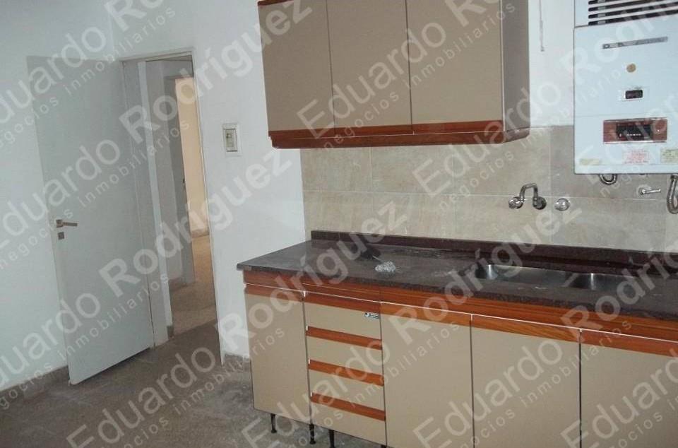 En venta departamento – planta baja calle España