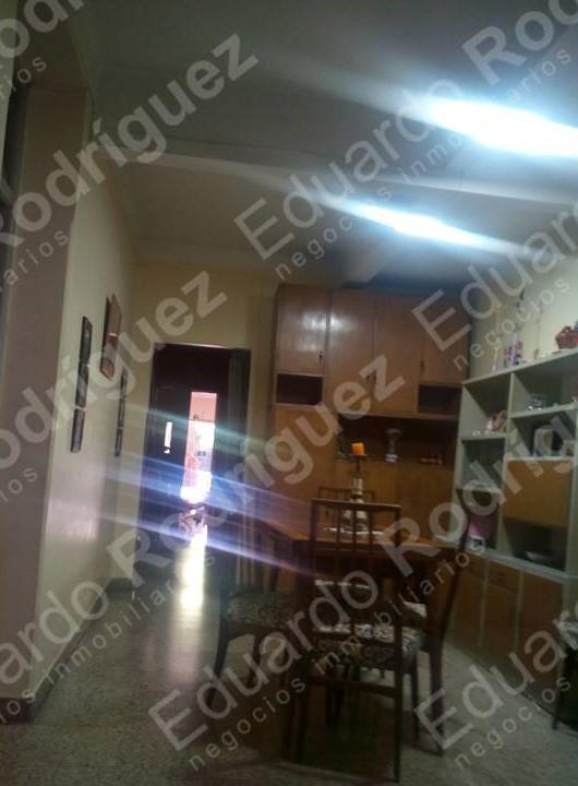 En venta casa calle Enrique Carbó